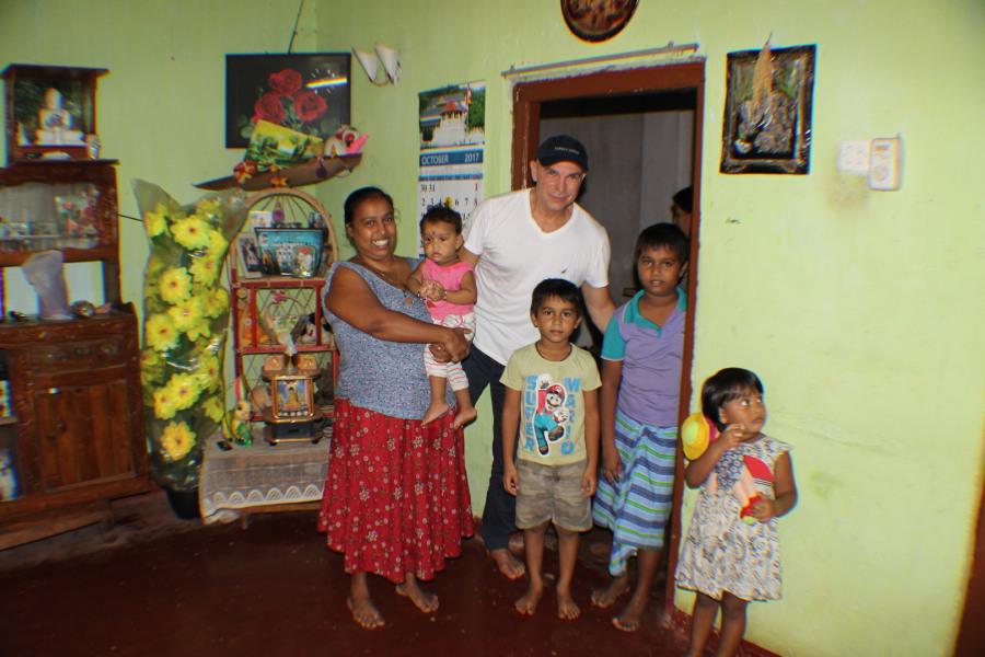 Gemolithos Helps Charity